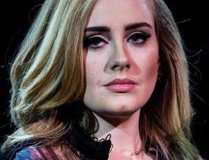 Riecco Adele: beccata mentre canta ad una festa di compleanno